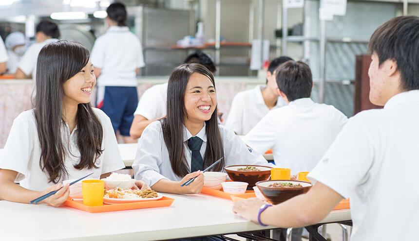 友達と学食でお昼ご飯