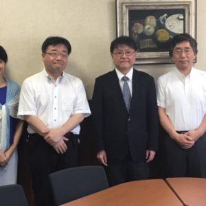 左から西出教授 吉田教授 副理事長 照井学部長