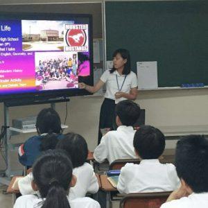 クラスを訪問しての留学生プレゼンテーション