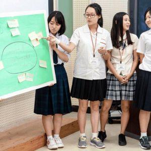 沖尚生と留学生が一緒に発表